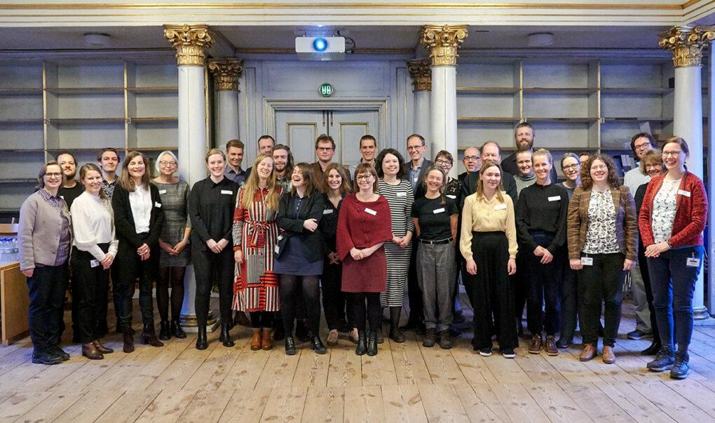 Deltagere til Link-Lives årsseminar opstillet i Harsdorffsalen på Rigsarkivet